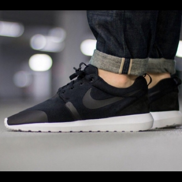 f2143f582bbe Nike Roshe NM TP  Triple Black FleeceTech